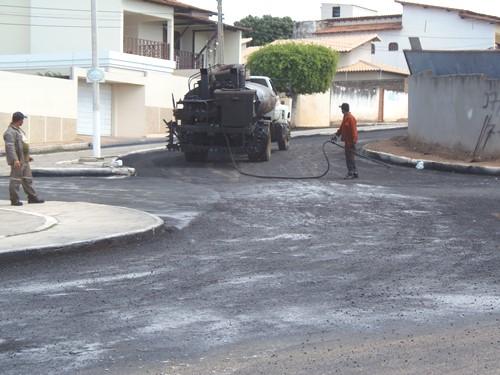 Avenida João Paulo I recebe recuperação asfáltica