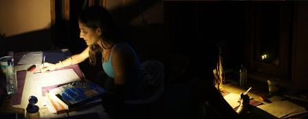 Ilhéus: Professora com miopia enfrenta batalha por instalação de energia elétrica na sua casa