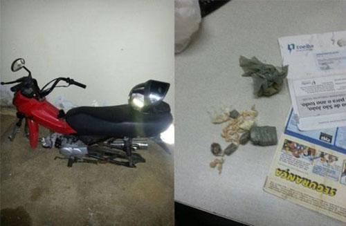 Polícia prende três jovens com drogas e motocicleta roubada