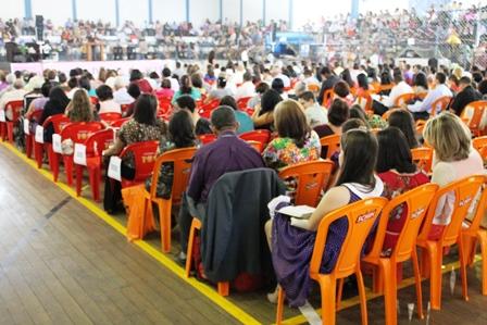 Congresso das Testemunhas de Jeová destaca princípios bíblicos e promessas de Deus para a humanidade