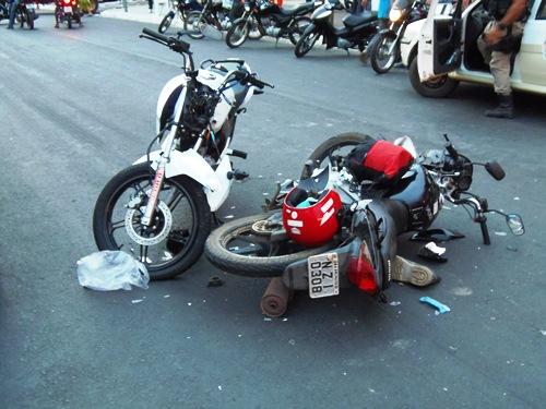 Acidente grave envolvendo duas motos na Avenida Centenário