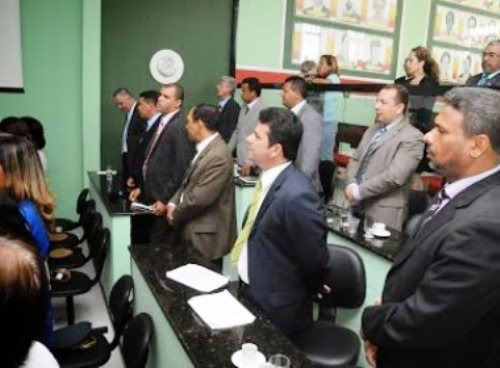 Itaberaba: Câmara abre sindicância para apurar fezes humanas em geladeira da Casa