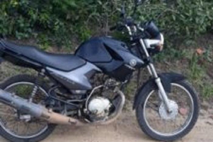 Policia Militar de Caetité recupera motocicleta com placa de Brumado