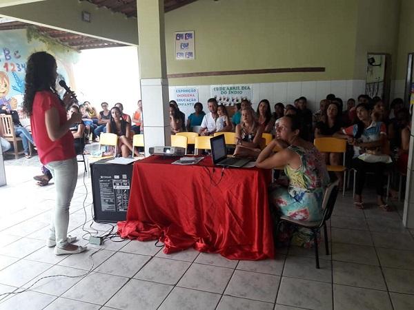 Secretaria de Saúde de Guajeru promove reunião de pais e mestres para tratar de campanha contra Hanseníase e Geo-helmintíase