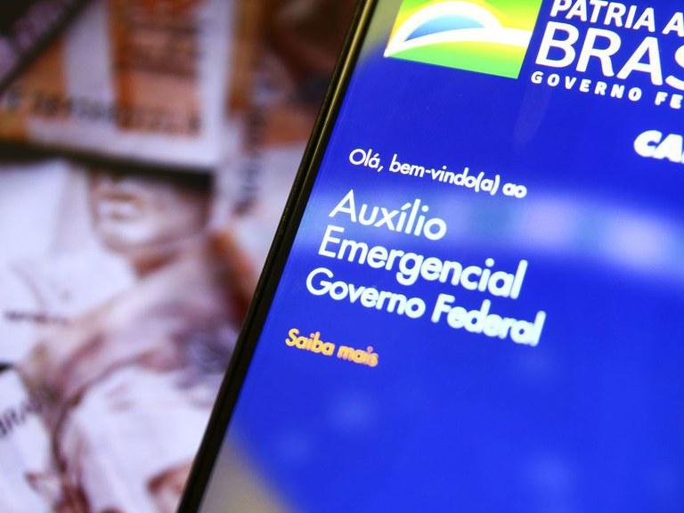 Auxílio Emergencial foi a única renda para milhões de famílias em julho, diz pesquisa do Ipea