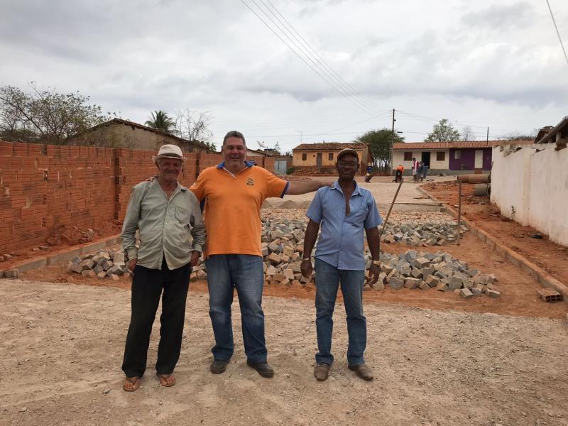 Brumado: Prefeito e Presidente da Câmara comemoram obras para os distritos de Samambaia e Ubiraçaba
