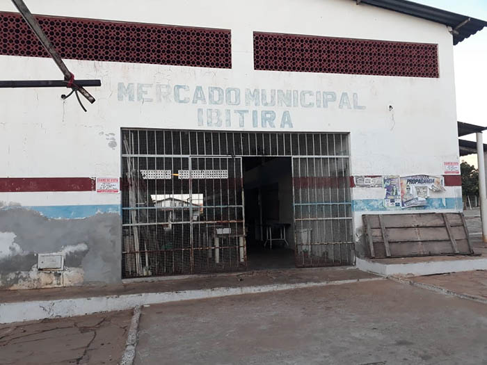 Em apoio a comerciantes, prefeito anuncia obra no Mercado Municipal de Ibitira