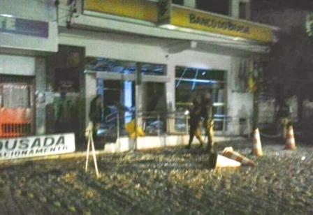 Araci: Bandidos explodem caixas eletrônicos do Banco do Brasil