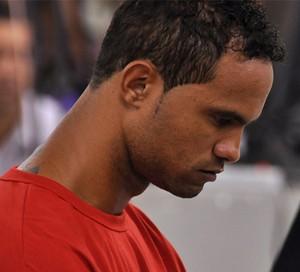 À espera de liberação da Justiça, goleiro Bruno pede: 'Me deixem jogar'