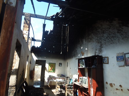 Após arrombar e furtar ladrões incendeiam residência na Vila Presidente Vargas