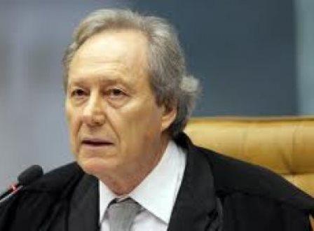 Ministros do Supremo Tribunal Federal aprovam projeto que reajusta seus salários  para R$ 35,9 mil