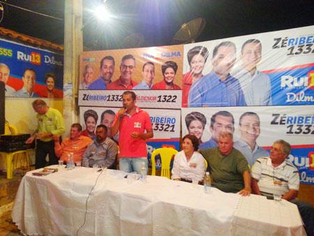 O candidato a deputado Zé Ribeiro apresenta suas propostas  aos vizinhos