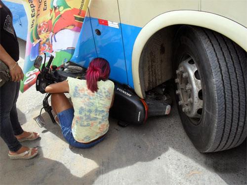 BOM JESUS DA LAPA: Acidente entre ônibus da Novo Horizonte e motocicleta deixa uma vítima