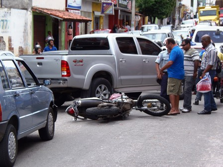 Acidente congestiona  trânsito em Avenida no centro da cidade