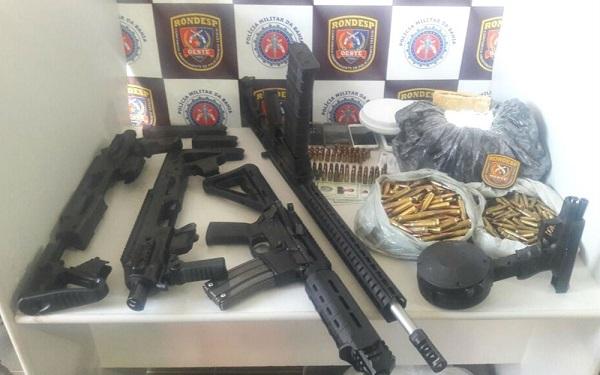 Bahia: fuzis, pistola e munições de uso exclusivo das forças militares são achados enterrados em quintal de casa