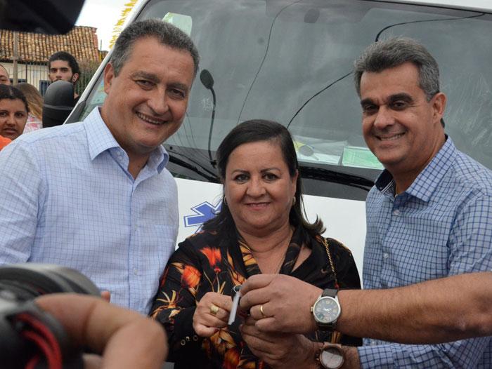 Rui Costa visita Aracatu, inaugura praça, entrega ambulância e assina ordem de serviços de mais de R$ 5 milhões