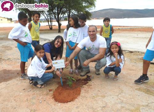 "Empresa realiza o ""Dia Verde"" na escola Élcio José Trigueiro"