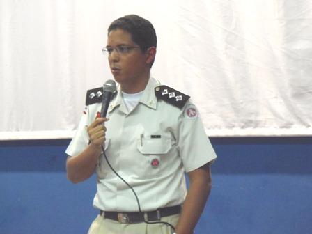 Major Wagner subcomandante da 34ª CIPM realiza palestra sobre Violência contra a mulher no auditório do CEEP