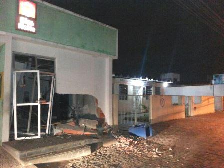 Mangabeira: Bandidos explodem caixa eletrônico que fica ao lado de delegacia