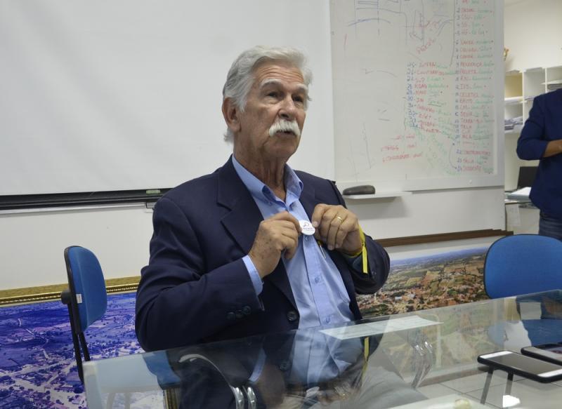 Prefeito de Brumado fala sobre homenagem do TCM ao trabalho realizado na educação em Brumado