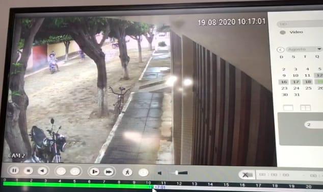 Casa do prefeito de Ituaçu  volta a ser atacada, desta vez, pelos primos de pré-candidato a prefeito
