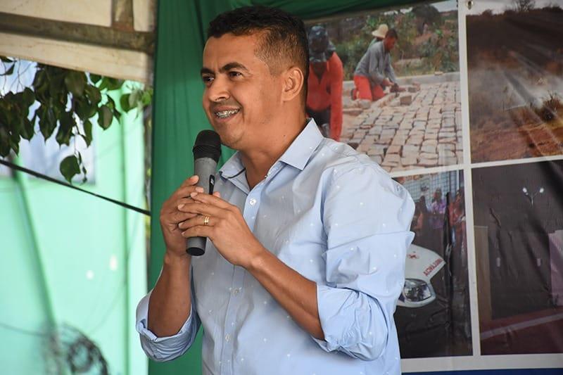 GUAJERU: PREFEITO GIL ROCHA ANUNCIA ANTECIPAÇÃO DO PAGAMENTO DOS SERVIDORES MUNICIPAIS