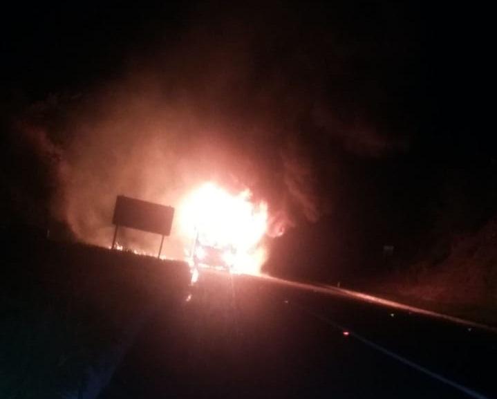 Ônibus da Novo Horizonte com ituaçuenses pega fogo vindo do Rio de Janeiro e causa transtornos