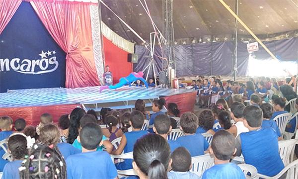 Alunos do CAÍC visitam Circo Incaros em Brumado