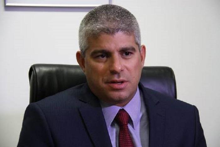 Secretário defende ação contra miliciano e pede respeito à polícia