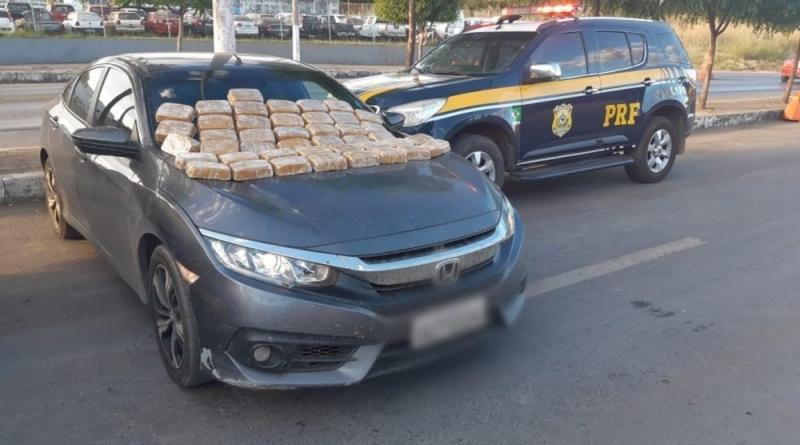 Jovem é preso com 42 kg de crack em porta-malas de carro de luxo roubado no oeste da Bahia