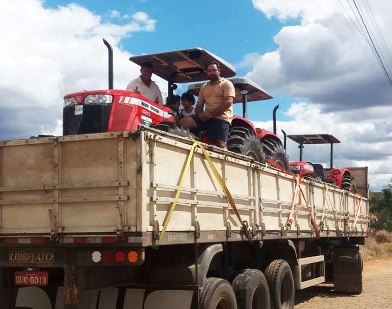 Rio do Antônio: Presidente da câmara entrega mais mecanizações agrícolas para associações
