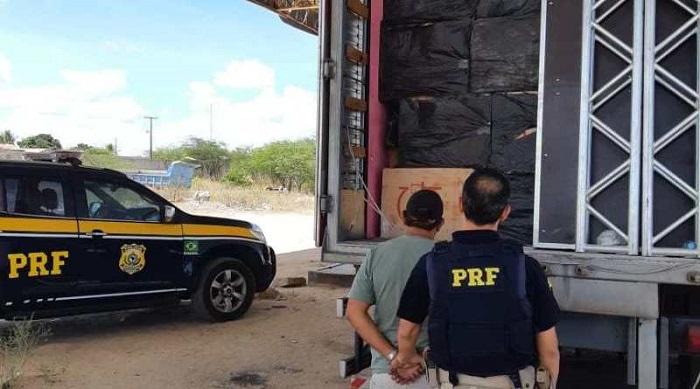 Quase dois milhões de reais em cigarros contrabandeados escondidos em caminhão baú são apreendidos na Bahia