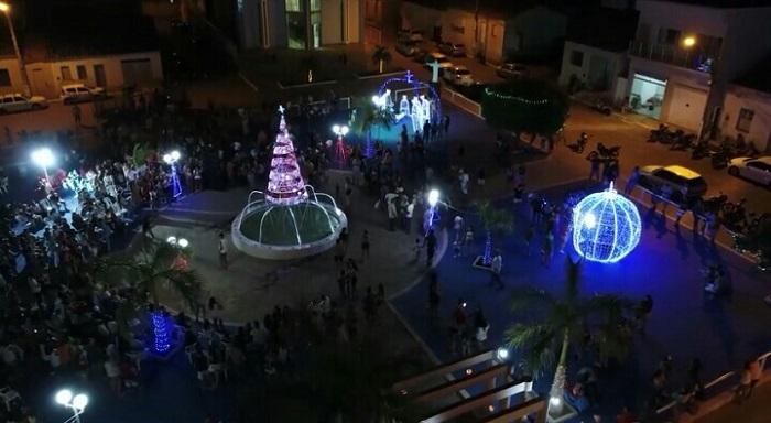 Prefeitura de Malhada de Pedras inaugura linda decoração natalina na Praça da Matriz; confira o vídeo