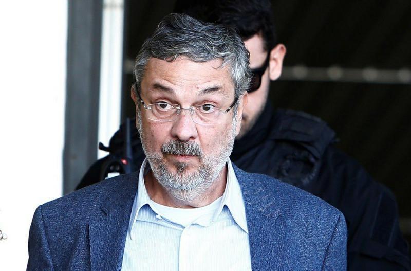 Palocci diz que filho de Lula recebeu propina de montadoras