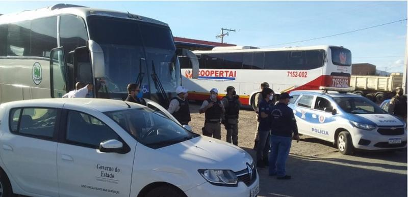 ANTT apreende  em Guanambi 04 veículos que faziam transporte clandestino de passageiros