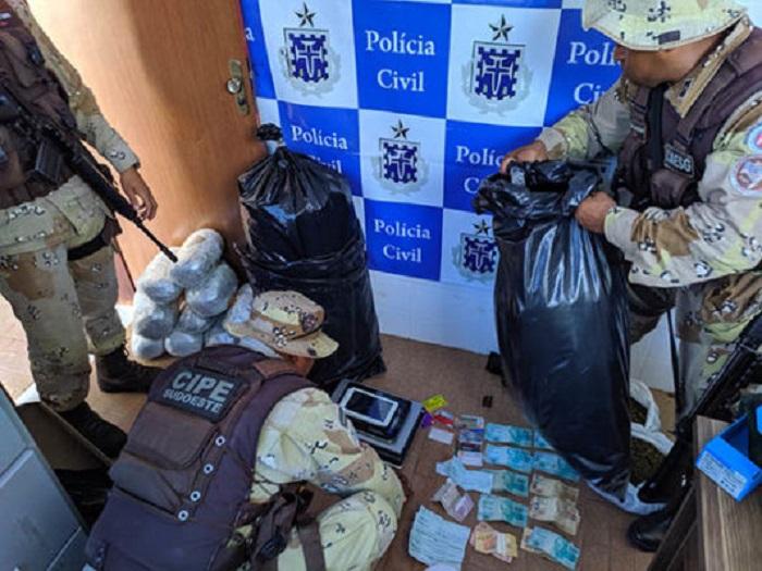 Caesg apreende armas e drogas em Barra da Estiva; duas pessoas foram conduzidas para a delegacia