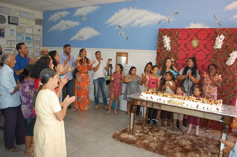 Perinalva Dias celebra aniversário ao lado de amigos e associados em Brumado