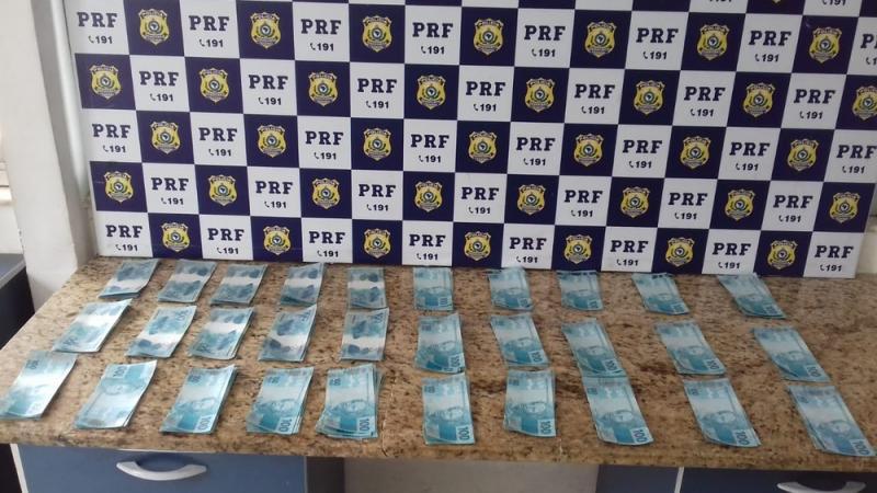 Homem é preso com R$ 30 mil em notas falsas em Vitória da Conquista
