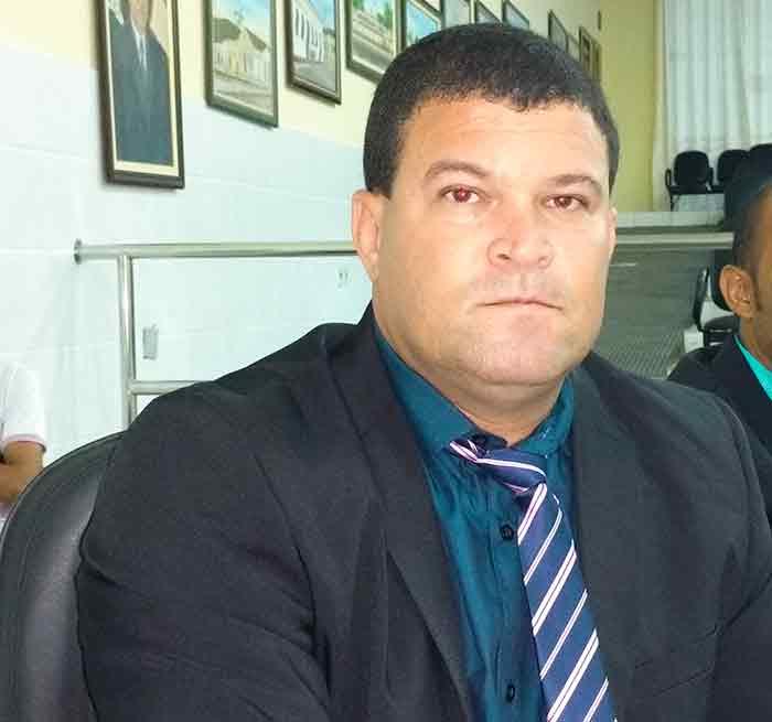 Brumado: Rei de Domingão 'quebra laço' com o prefeito ao renunciar a liderança do Executivo na Câmara