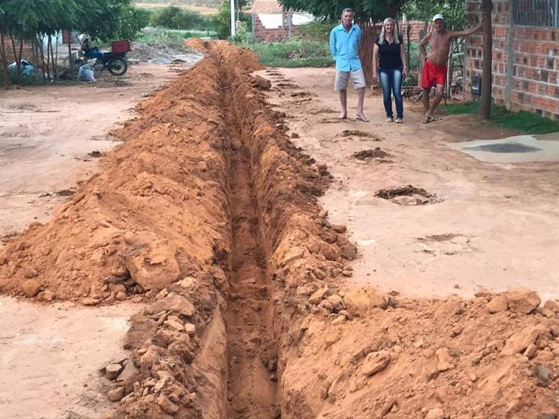 Malhada de Pedras: Bairro Barro começa a receber rede de abastecimento de água