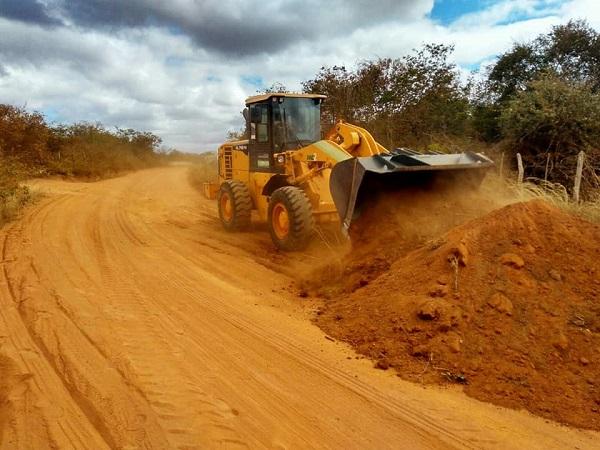 Prefeitura realiza manutenção das estradas vicinais de Guajeru e anuncia melhoria em Sistema de Abastecimento de Água
