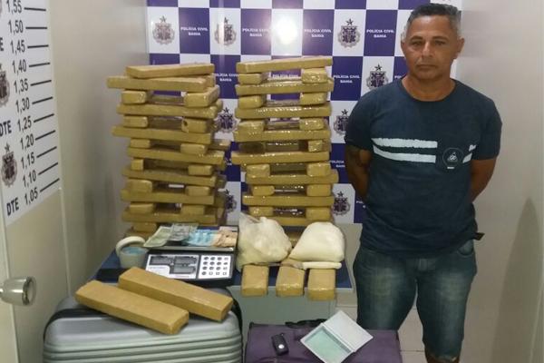 DTE ESTOURA PONTO  DE DISTRIBUIÇÃO DE DROGAS NO BAIRRO BRASIL E APREENDE CERCA DE 100 Kg DE MACONHA E COCAÍNA EM CONQUISTA