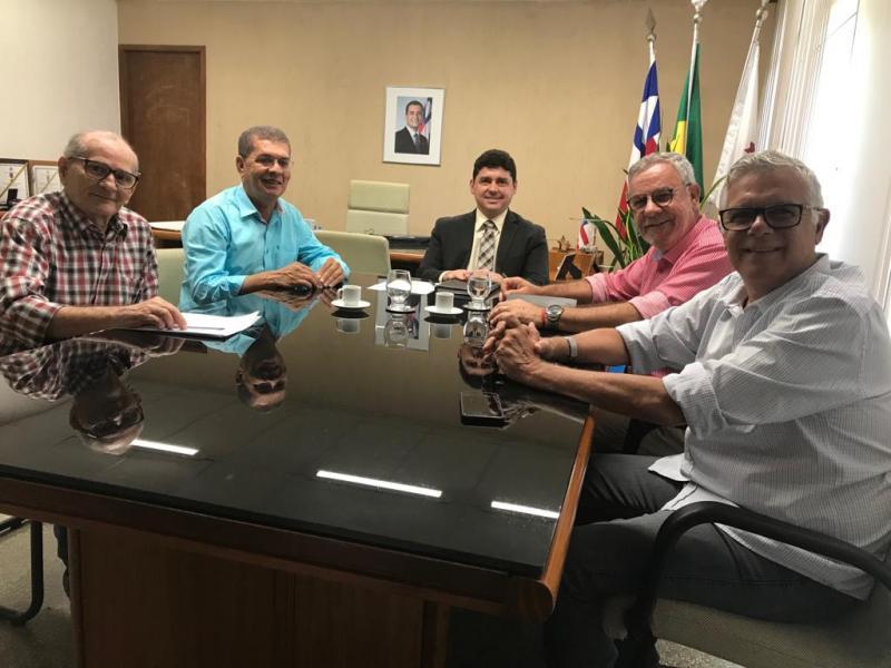 Prefeito de Jânio Quadros se reúne com deputados para cobrar melhorias no abastecimento de água