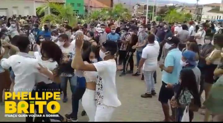 Pré-candidato a prefeito de Ituaçu descumpre decreto e causa aglomeração durante campanha em Tranqueiras