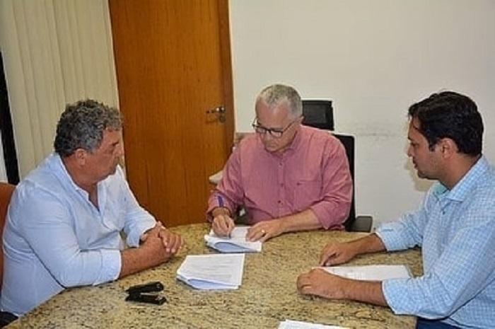 Prefeitura de Rio do Antônio assina convênio de R$ 116 mil com a SDR/Car para a limpeza de aguadas