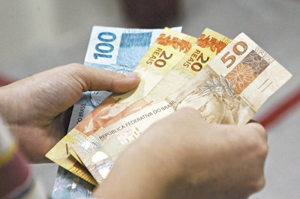Prazo para sacar abono salarial ano-base 2015 termina amanhã, 28
