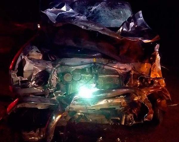 Jovens são arremessados de veículo e morrem em batida entre carro e caminhonete em Conquista