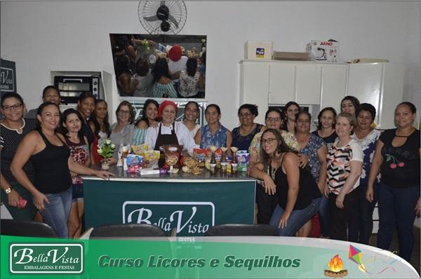Bella vista Embalagens realiza mais um curso de culinária, desta vez de Licores e Sequilhos