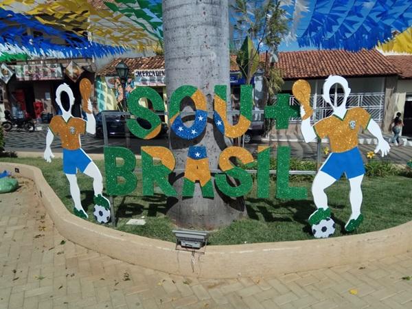 Cidade de Jânio Quadros se pronta para festejos juninos e em clima também de Copa do Mundo