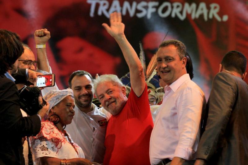 Multidão recebe Lula e lideranças de todo o mundo em ato pela Democracia no FSM